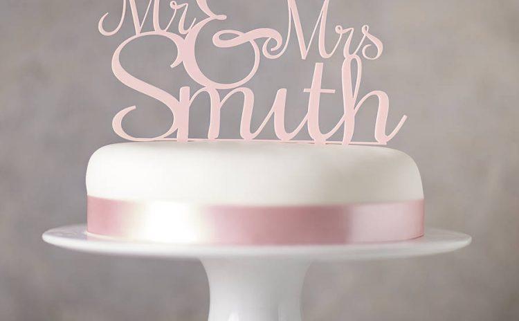 Фигурка за сватбената торта – върхът на любовта