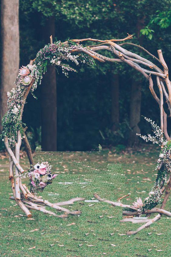 Арка от дърво, размери - по изискване на клиента. Цена за наем на конструкция: 140 лв.