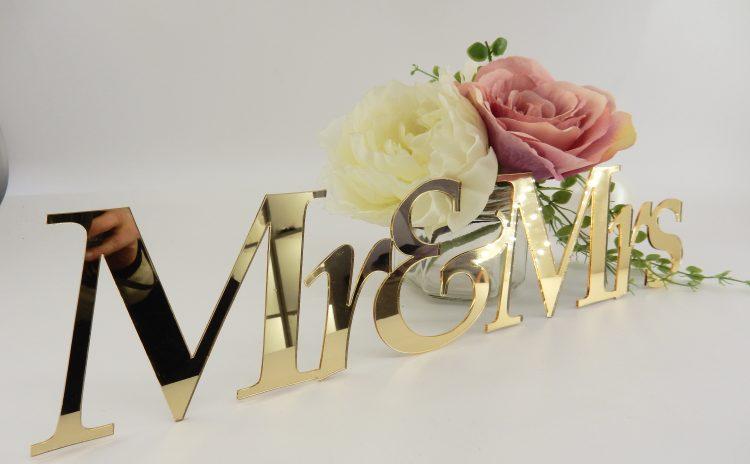 Табелки за младоженска маса