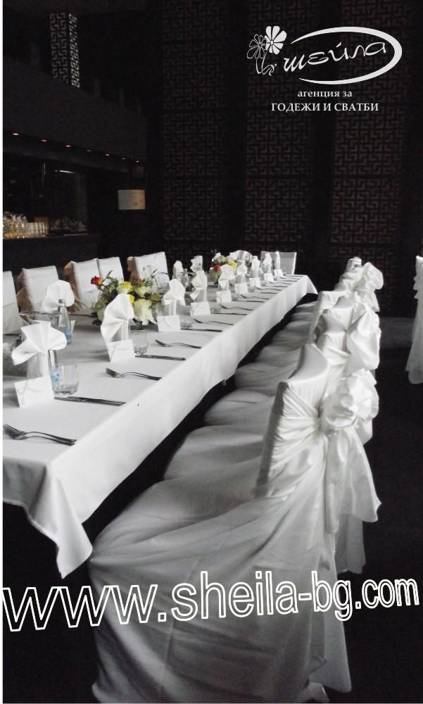 Универсални калъфи - за всякакъв модел столове без подлакътници. Бял памук. С красив шлейф, който се оформя лесно на гърба на стола. Цена за наем за бр: 1,80 лв.