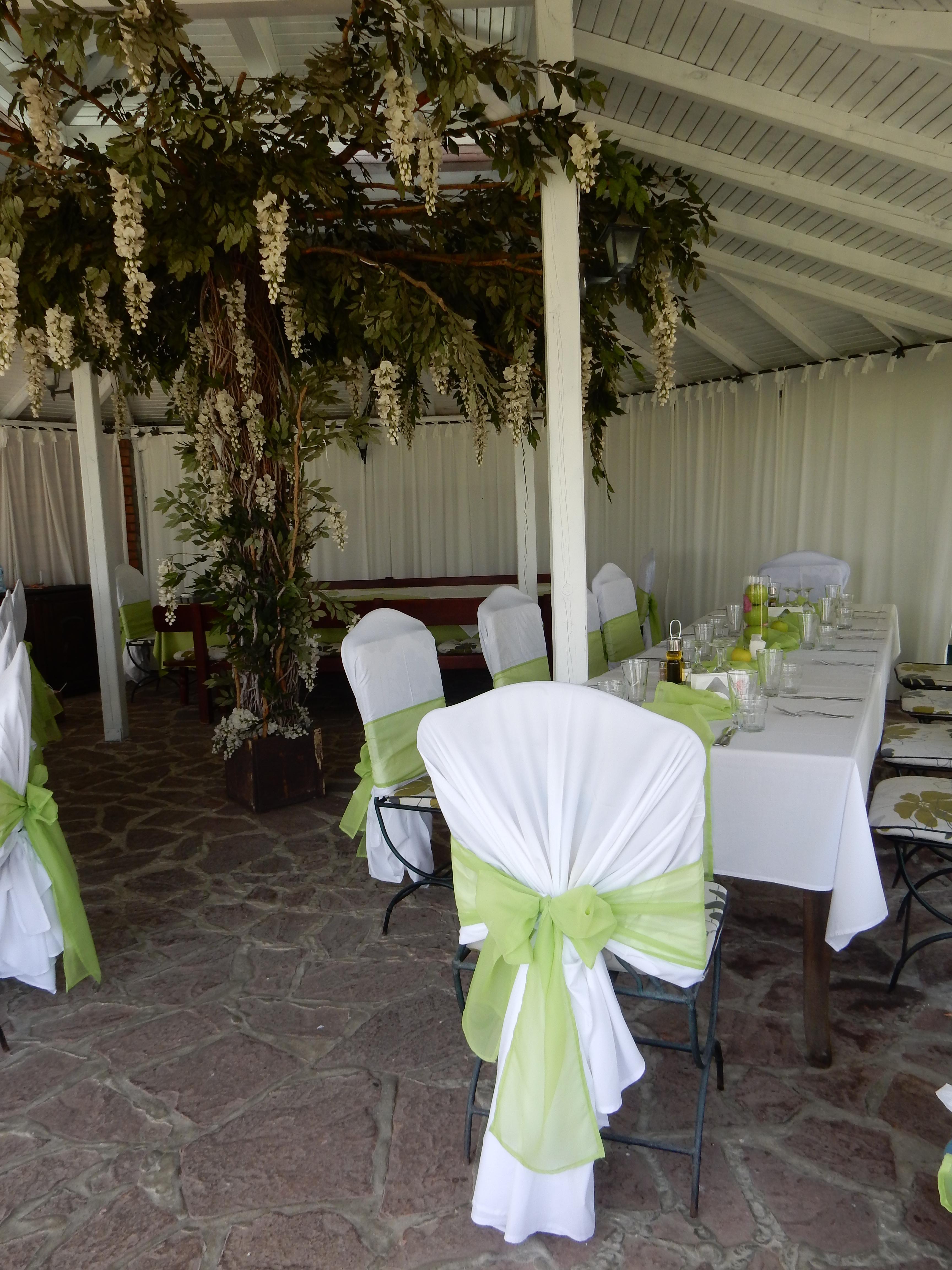 Опция за столове с нестандартна форма. Бял и екрю памук. Цена за наем за бр: 1,50 лв.