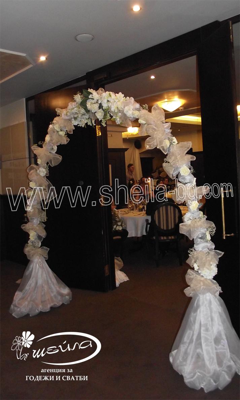 Сватбена арка Класик. Цена за наем на конструкция с белите воали: 80 лв