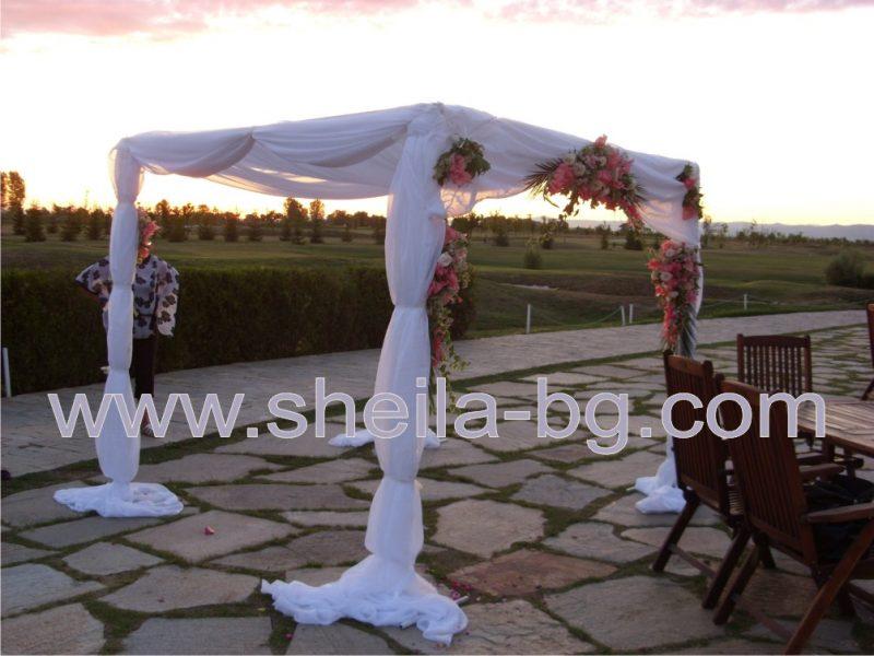 Сватбена шатра. Размери 3/3 метра. Височина 2,50 м. В комплект с посочените воали. Цена за наем на комплекта: 150 лв.