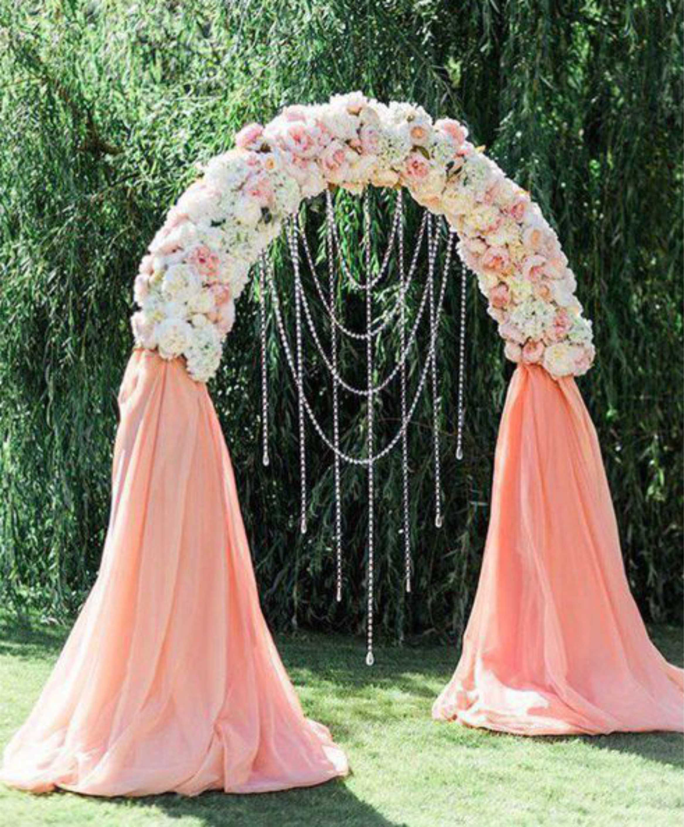 Сватбена арка Класик. Цена за наем на конструкция с бели воали: 80 лв